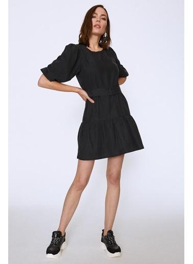 Quzu Beli Kemerli Eteği Fırfırlı Elbise Siyah